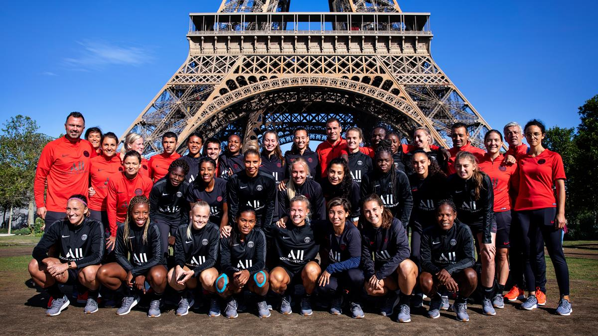 Women S Team Races Up Eiffel Tower Paris Saint Germain